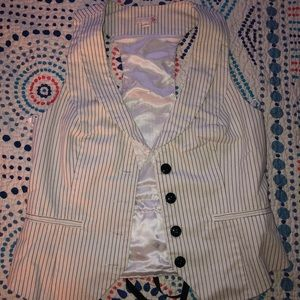 Guess button down vest with die back detail